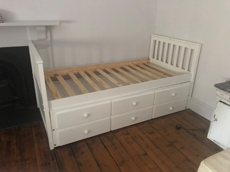 Single bed c/w pull out single bed in a built-in drawer, and a further 3 drawers for storage. Supplied with 2 clean mattresses.
